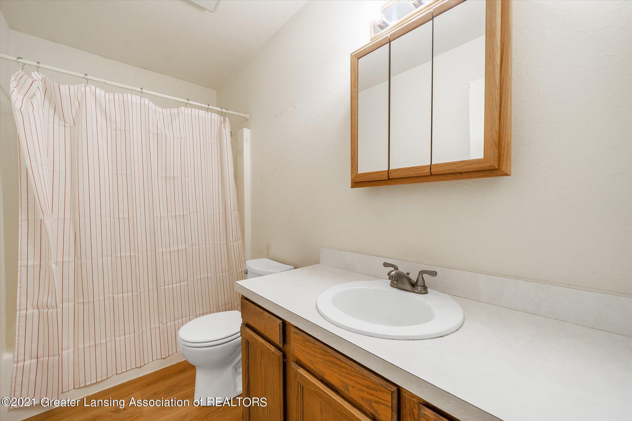 2529 Duryea Ct 40 - (20) UPPER LEVEL Full Bathroom - 27