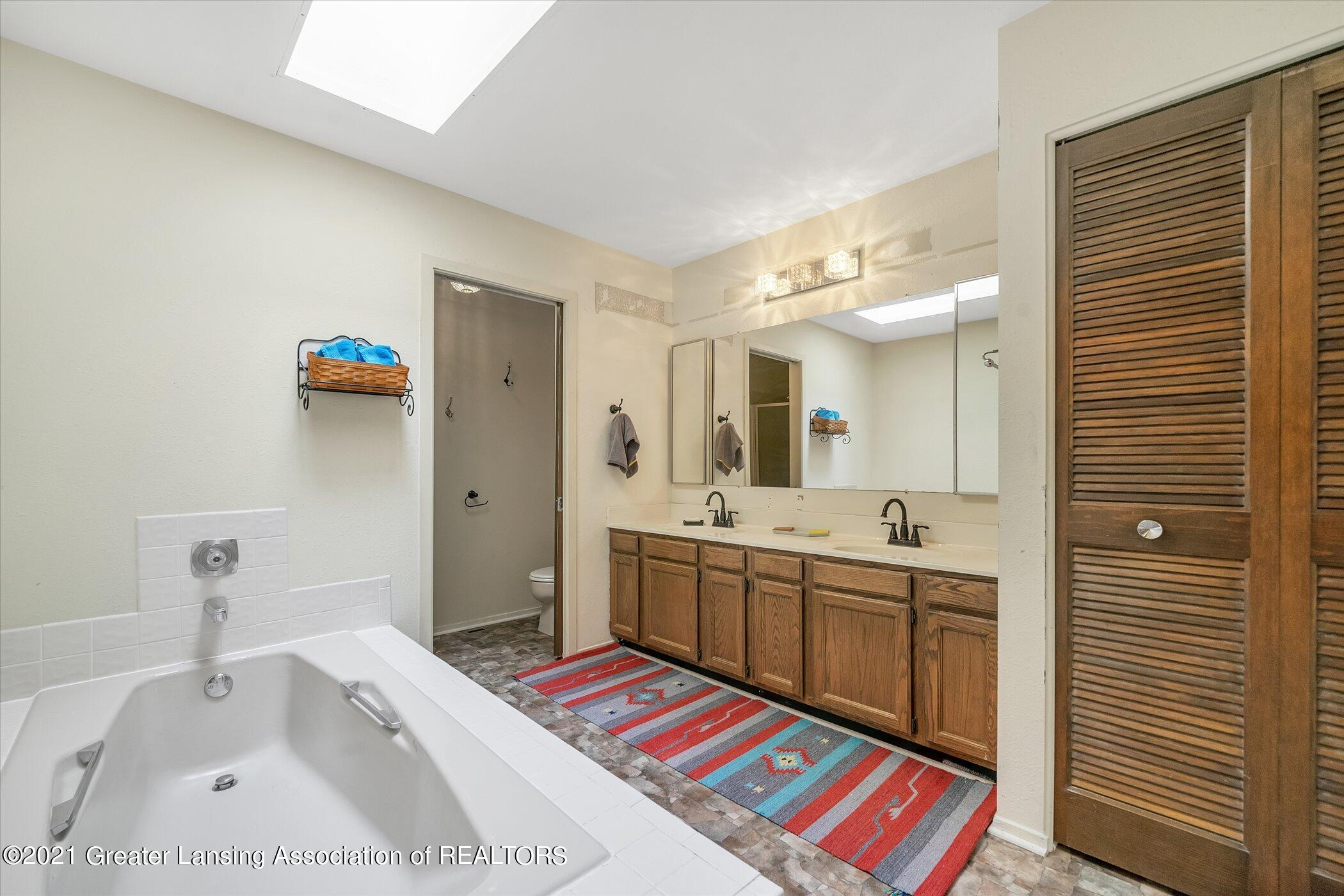2529 Duryea Ct 40 - (17) UPPER LEVEL Primary Bathroom - 30