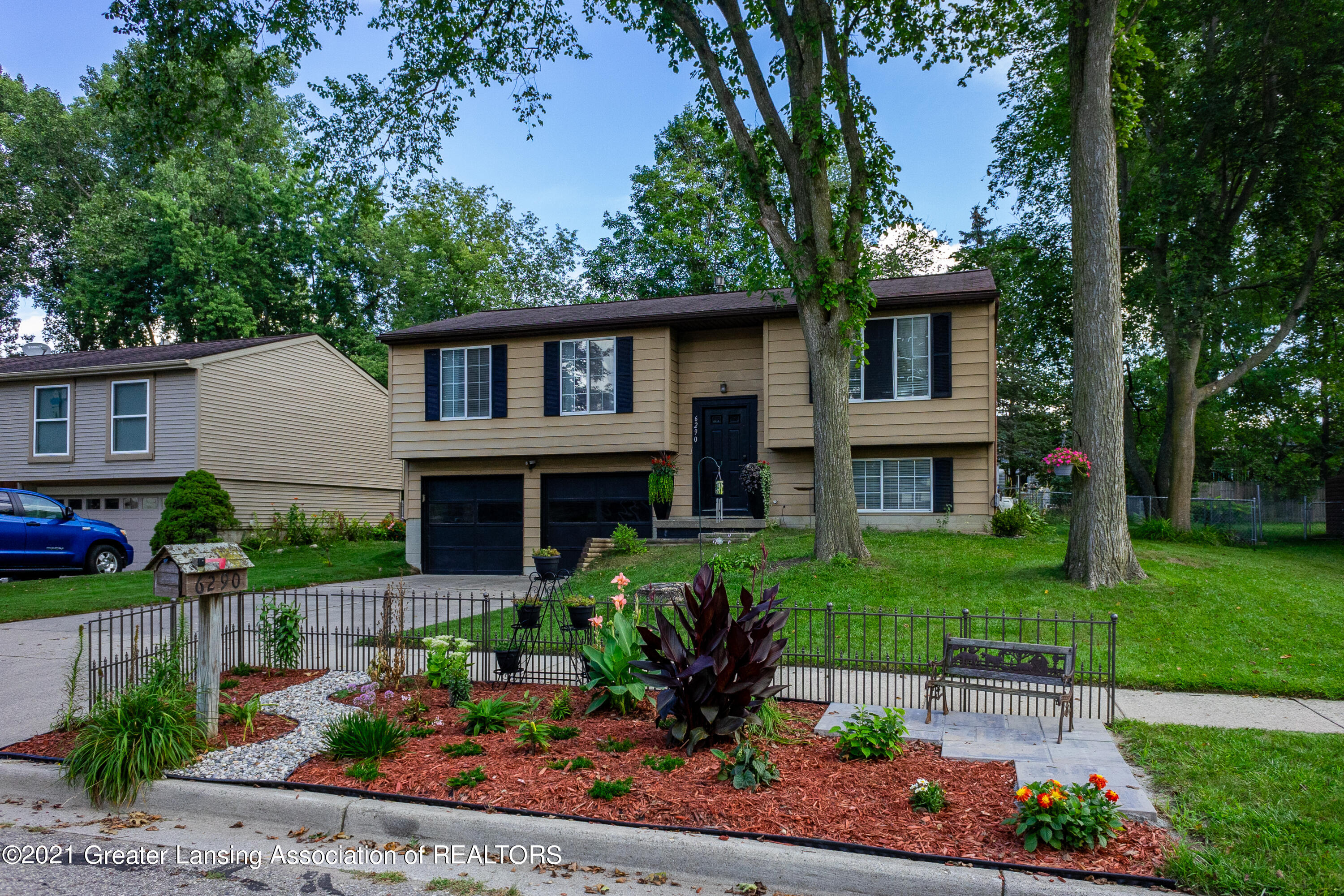 6290 Royal Oak Dr - Welcome home! - 1