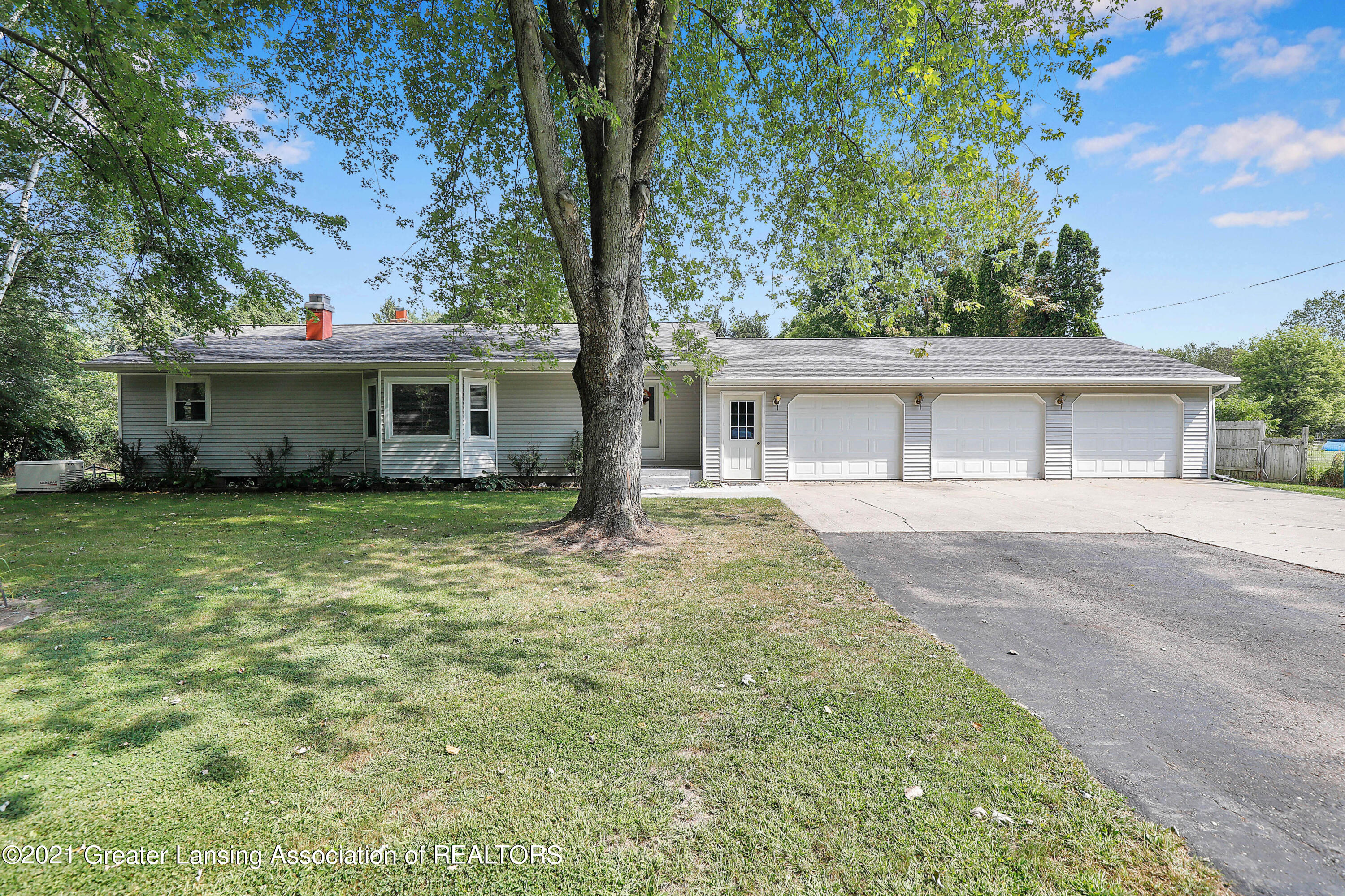 10561 Chandler Rd - Front View - 1
