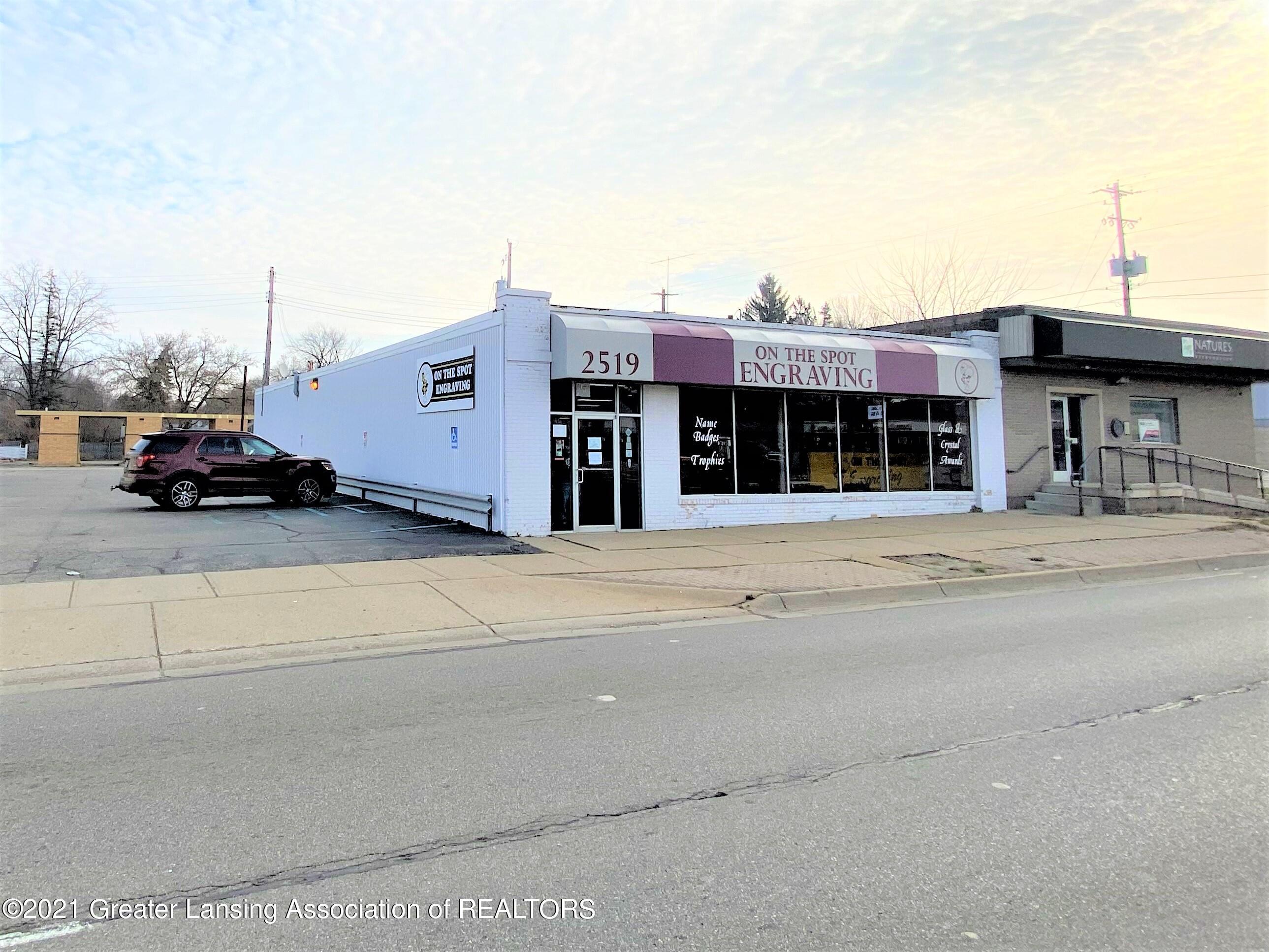 2519 S Cedar St - Front/Side View - 1