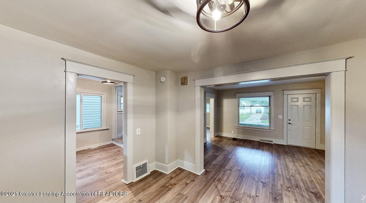 507 N Clemens Ave - dining and living room - 1