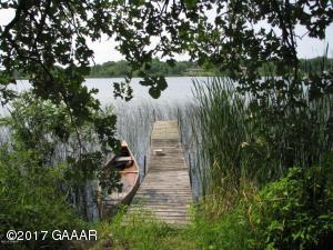 The level lakeshore to your fishing and swimming awaits you!