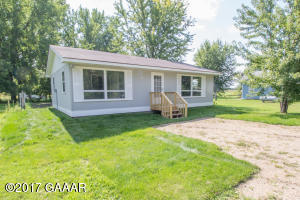 2 bedroom in small association! Leave the work behind! The lake is calling you!