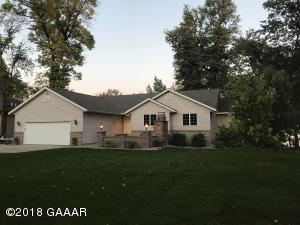 11827 Maple Springs Drive SE, Alexandria, MN 56308
