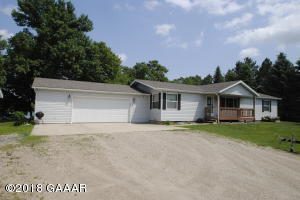 Affordable Lake home - 5 bedrooms! Huge deck and big beautiful yard!