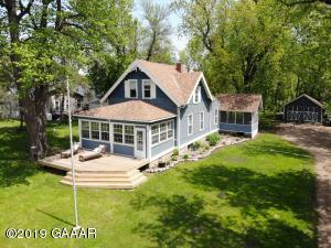 Beautiful Lake Osakis Home on almost an acre on Lake Osakis!