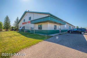 Large Office, Storage, Workshop Lease Opportunity!