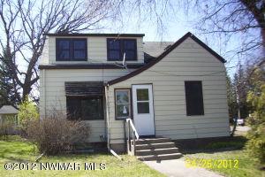 308 5th Street SE, Roseau, MN 56751