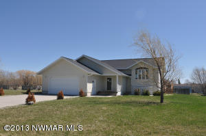 206 6th Avenue SW, Warroad, MN 56763