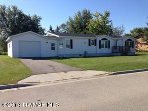 808 6TH Street NE, Roseau, MN 56751