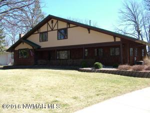 1829 ROBIN HOOD Drive, Thief River Falls, MN 56701