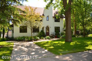 212 Kendall Avenue N, Thief River Falls, MN 56701