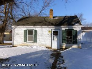 121 Crocker Avenue S, Thief River Falls, MN 56701