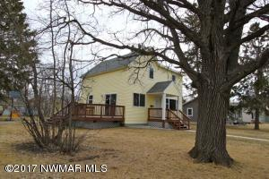 704 Tindolph Avenue S, Thief River Falls, MN 56701