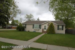 206 Kneale Avenue S, Thief River Falls, MN 56701