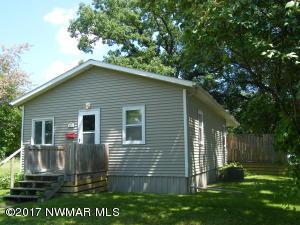 422 Arnold Avenue S, Thief River Falls, MN 56701