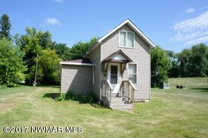 809 Holly Avenue, Crookston, MN 56716