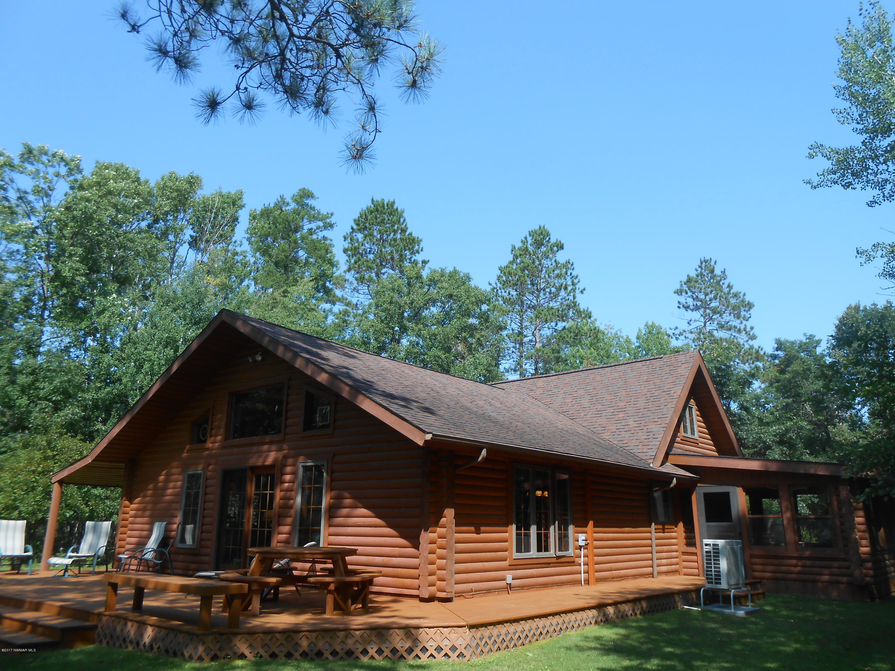 Experience the sensation of warmth in log home living!