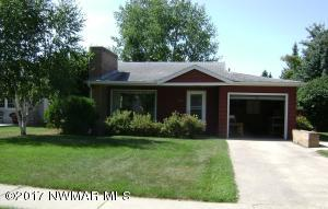 915 Arnold Avenue N, Thief River Falls, MN 56701