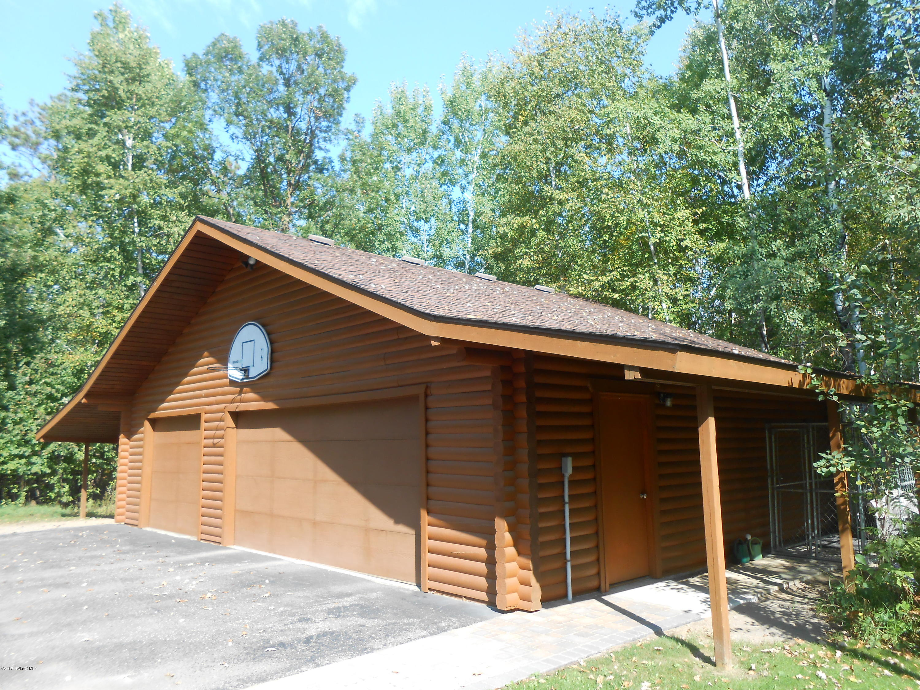 Lean-to on both sides of garage, extra space for storage!