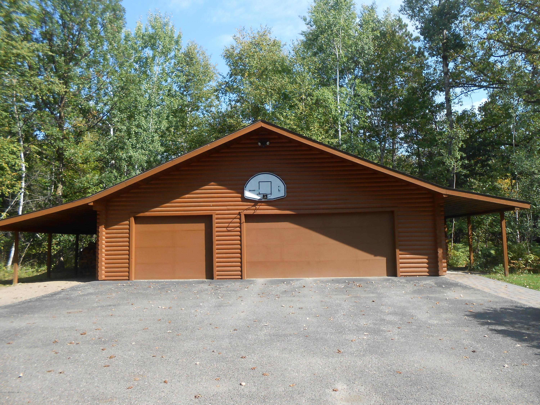 Nice spacious 3 stall garage.