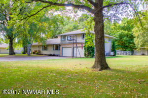 1009 Oakland Park Road, Thief River Falls, MN 56701