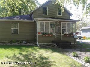 815 Arnold Avenue N, Thief River Falls, MN 56701
