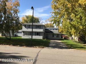 415 Maple Avenue S, Thief River Falls, MN 56701
