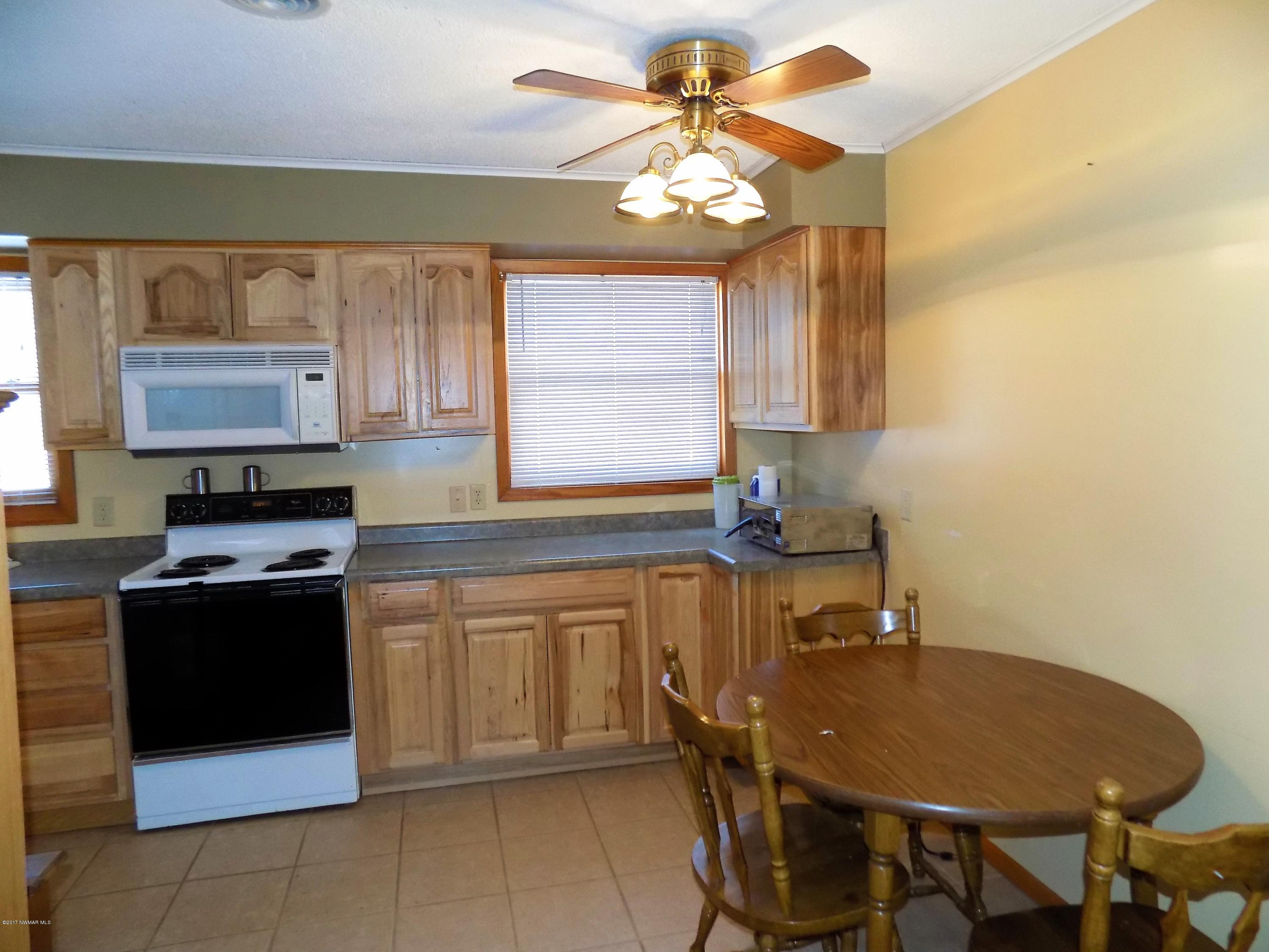 Eat in kitchen / dining area