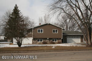 703 Lake Street NW, Warroad, MN 56763