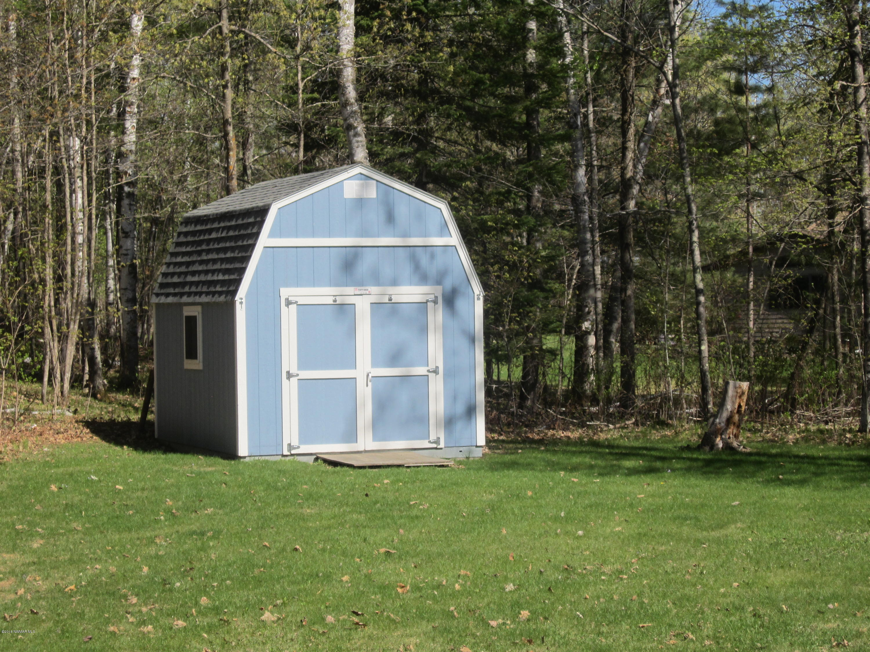 10' X 20'Tuft shed w/loft and skylight