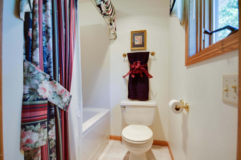 Master bathroom (full)