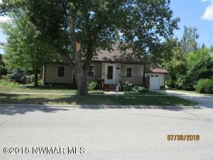 609 Arnold Avenue N, Thief River Falls, MN 56701