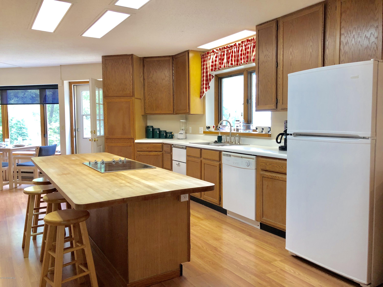 Large spacious kitchen island