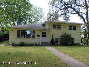 445 Kneale Avenue S, Thief River Falls, MN 56701