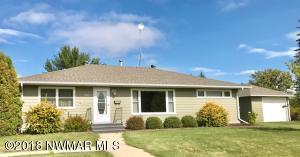 301 2nd Street NE, Roseau, MN 56751