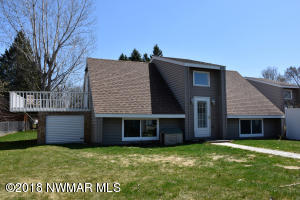 906 Spruce Avenue S, Thief River Falls, MN 56701