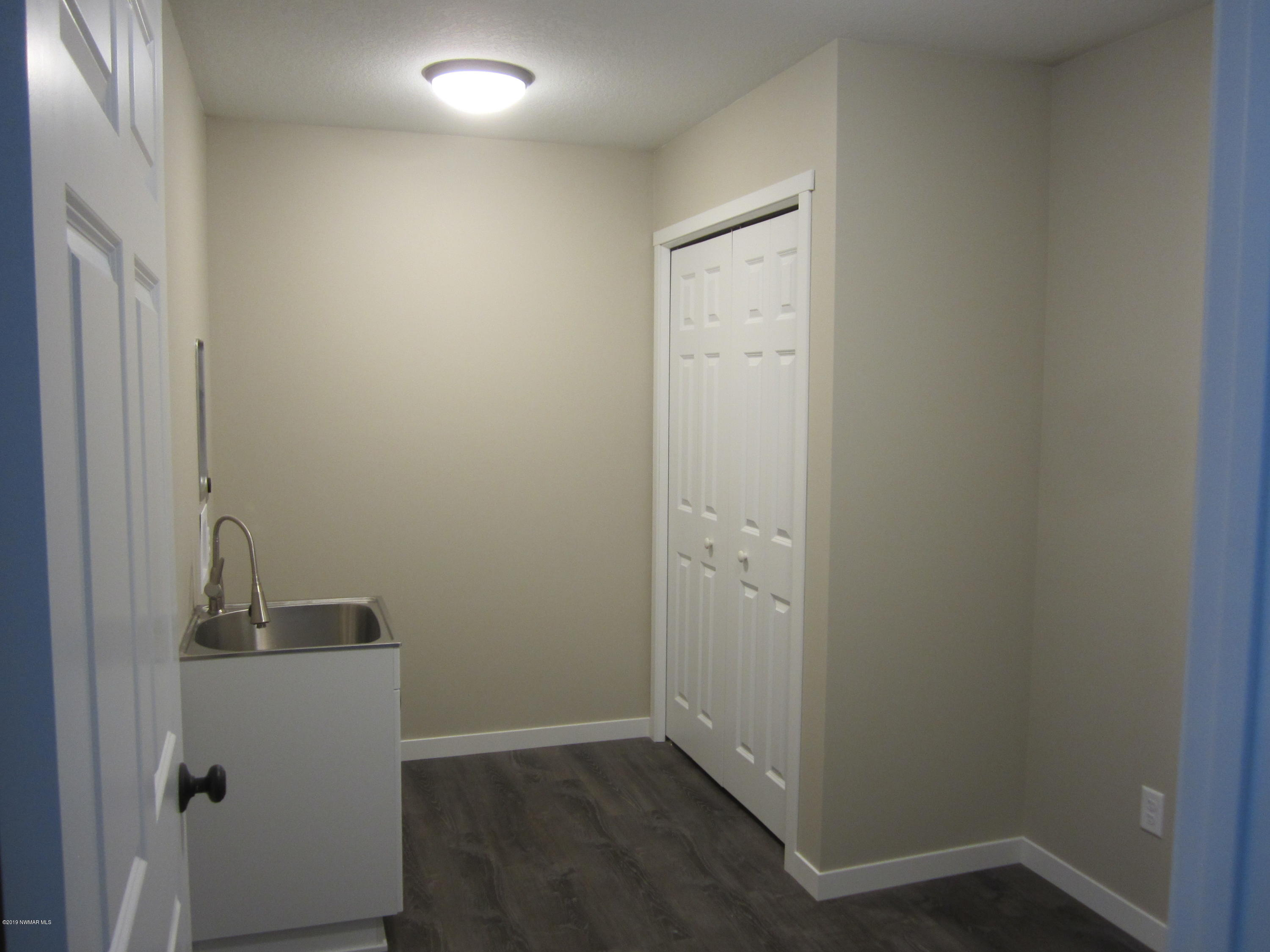 Laundry room w/laundry sink and closet