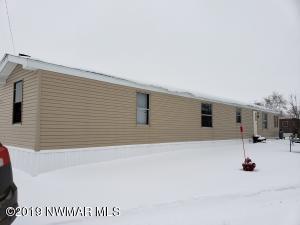522 Greenwood Street E, Thief River Falls, MN 56701