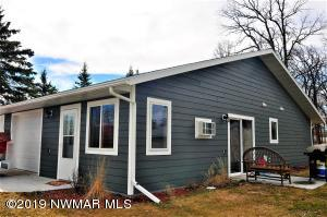 204 West Poplar Unit B Avenue, Badger, MN 56714