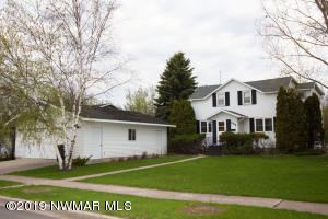 229 E Nelson Avenue, Warren, MN 56762