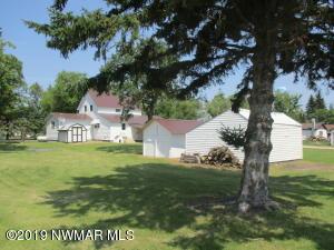 200 Iowa Avenue, Lancaster, MN 56735