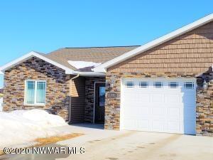 Welcome Home! End Unit, with 2 Bed/2 Bath