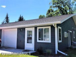 204 West Poplar Unit B Avenue, Badger, MN 56714