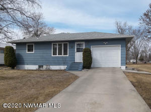 1203 Arnold Avenue N, Thief River Falls, MN 56701