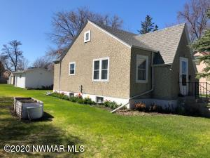 209 Duluth Avenue N, Thief River Falls, MN 56701