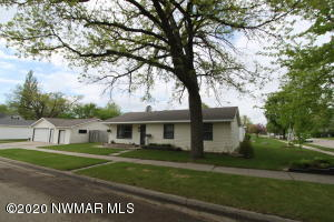 421 Kendall Avenue S, Thief River Falls, MN 56701