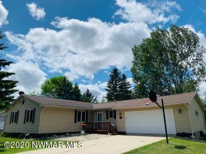 309 9th Avenue NE, Roseau, MN 56751