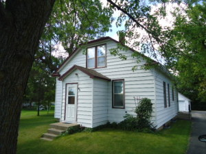909 Front St, Henning, MN 56551